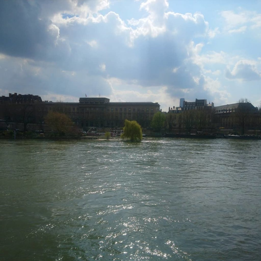 Paris pendant le confinement. Se départir du stress avec la sophro